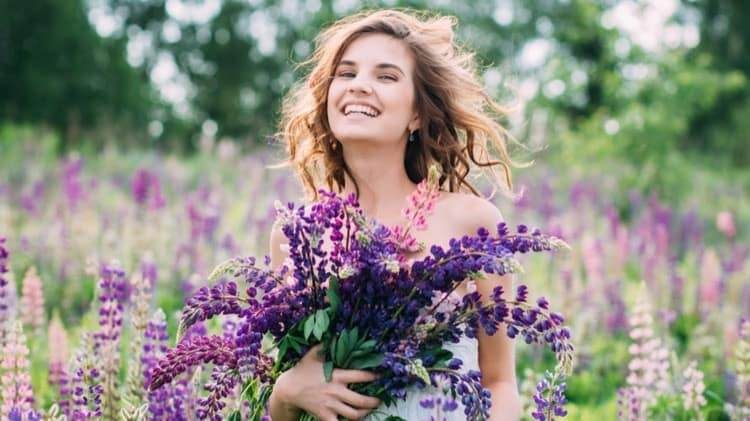 girl-with-bouquet-lupine-field_cropped-23.jpg